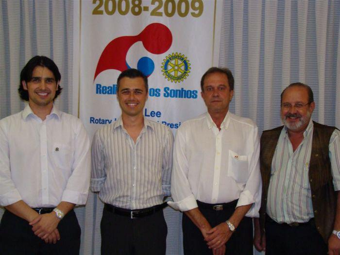 Nilzo junto ao amigo Jeandro Fileti, Presidente Stefanski e Governador Assistente Gerardo.